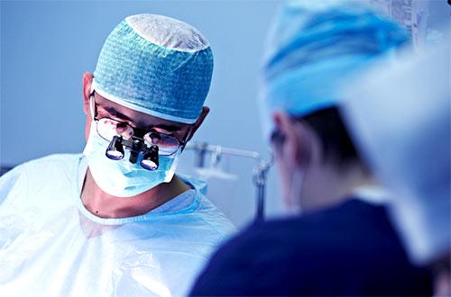 chirurg przy pracy